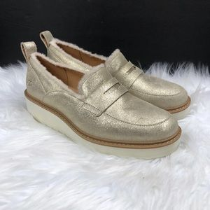 AUTHENTIC UGG GOLD LOAFER SIZE 8